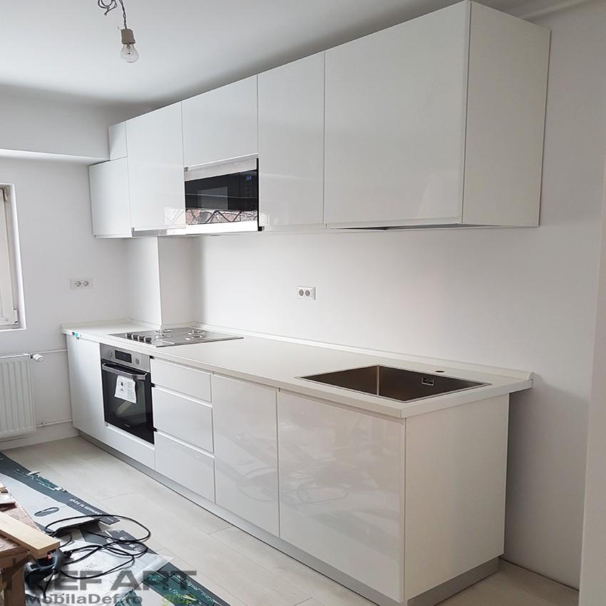 Bucatarie mica apartament