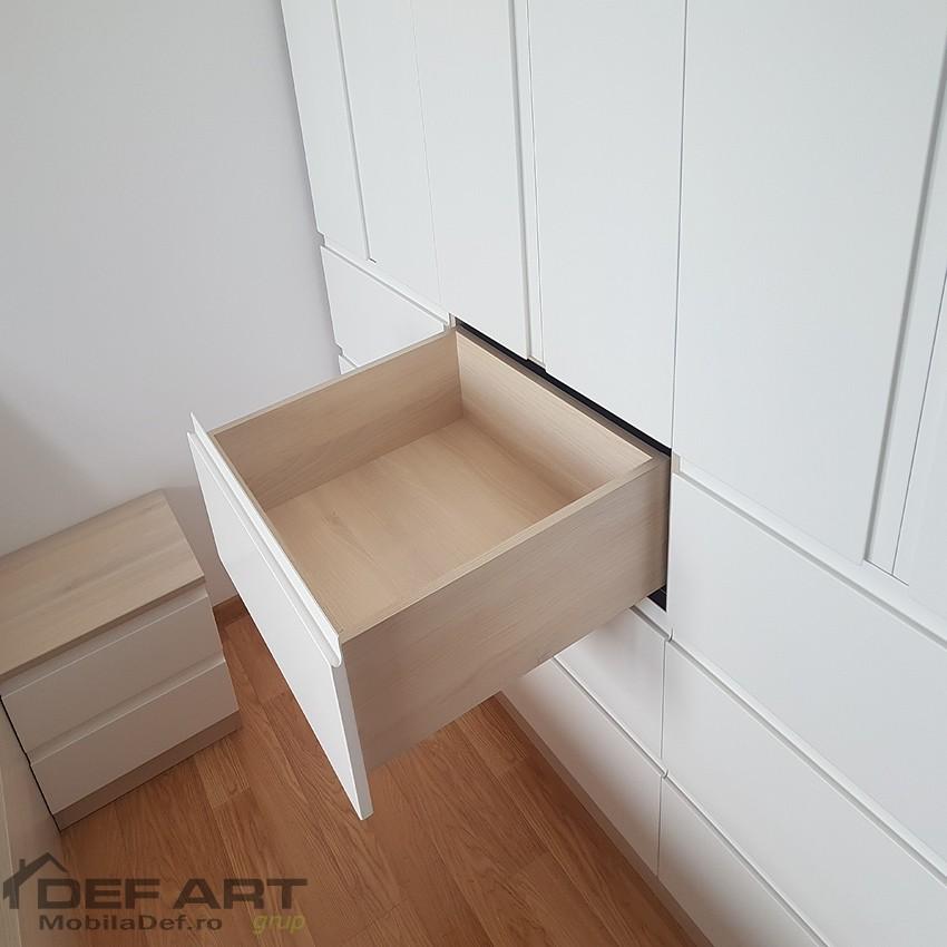 Dulap dormitor cu sertare